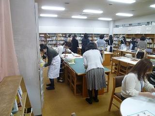 2016保護者ボランティア図書室②.jpg