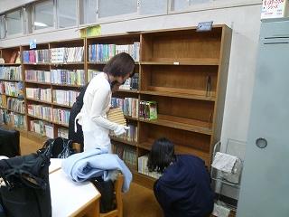 2016保護者ボランティア図書室⑤.jpg