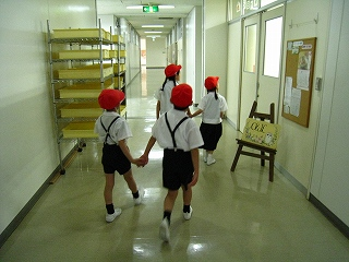 2016学校探検4.jpg